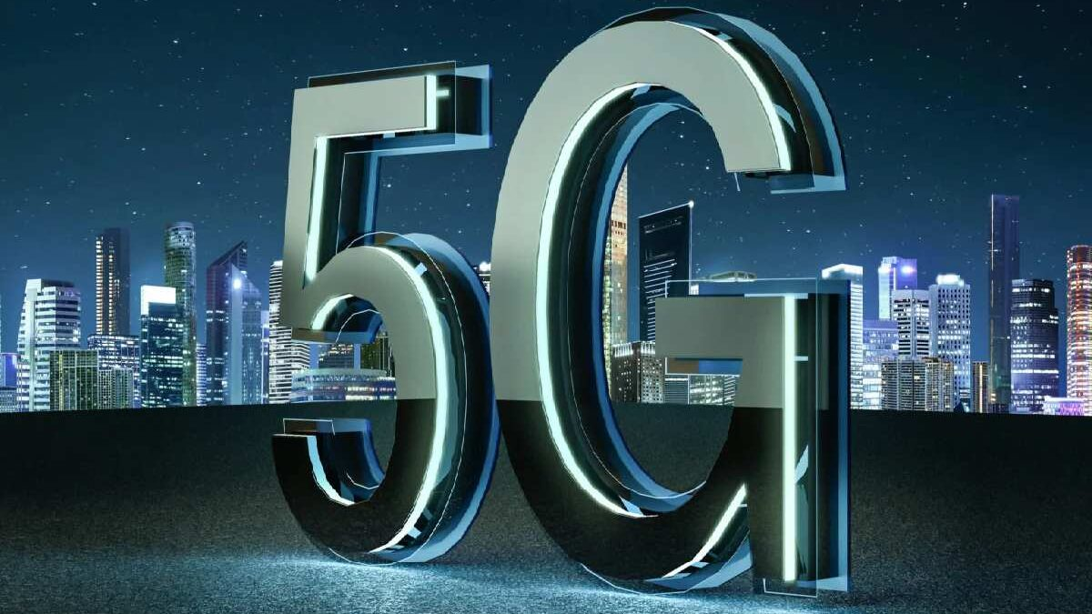 What is 5G?: The New Mobile Network, Features, Uses, and Applications