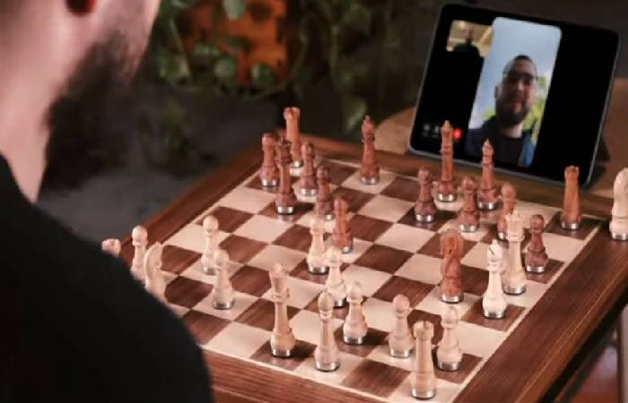 PHANTOM wooden robotic chessboard